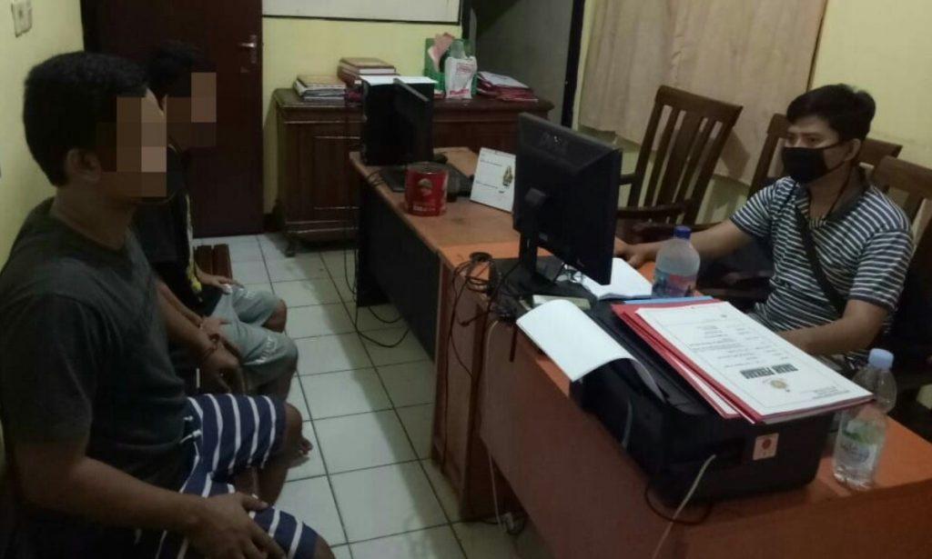 Dua Penjudi Kartu Domino Ditahan Polisi